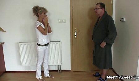 Dopo la pratica di calcio, lei scivolò xxnx amatoriali in lui su una donna.